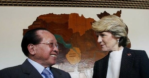 Julie Bishop meets Cambodia's Foreign Minister Hor Nam Hong. Photo: Reuters